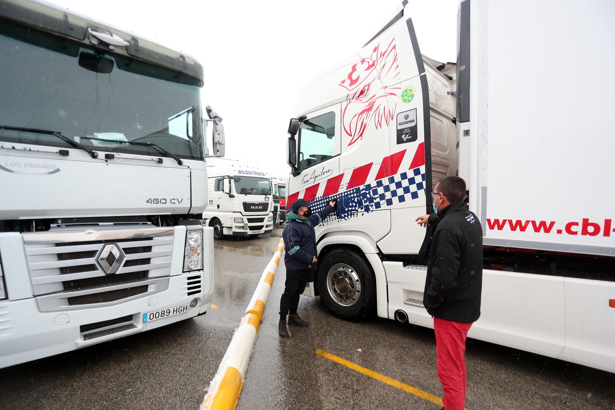 Numerosos transportistas permanecen atrapados en el Rebollar