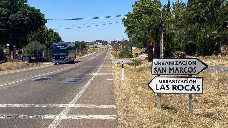 Alertan de la inseguridad del tramo urbano de la carretera de Badajoz al paso por San Marcos
