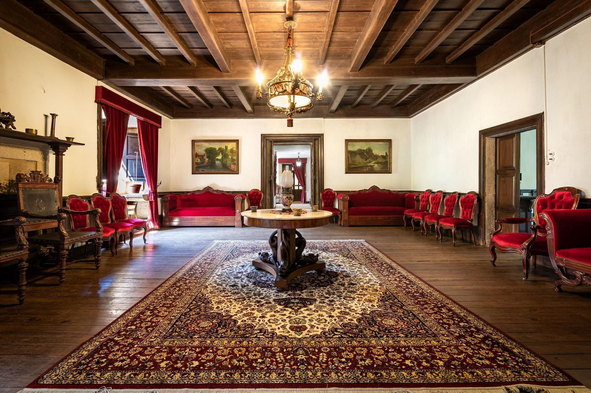 Así es por dentro el lujoso pazo a la venta en Galicia por casi un millón de euros