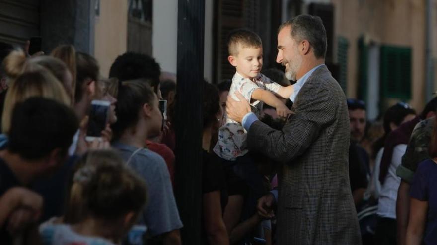 Los Reyes visitan a los afectados por las riadas en Mallorca