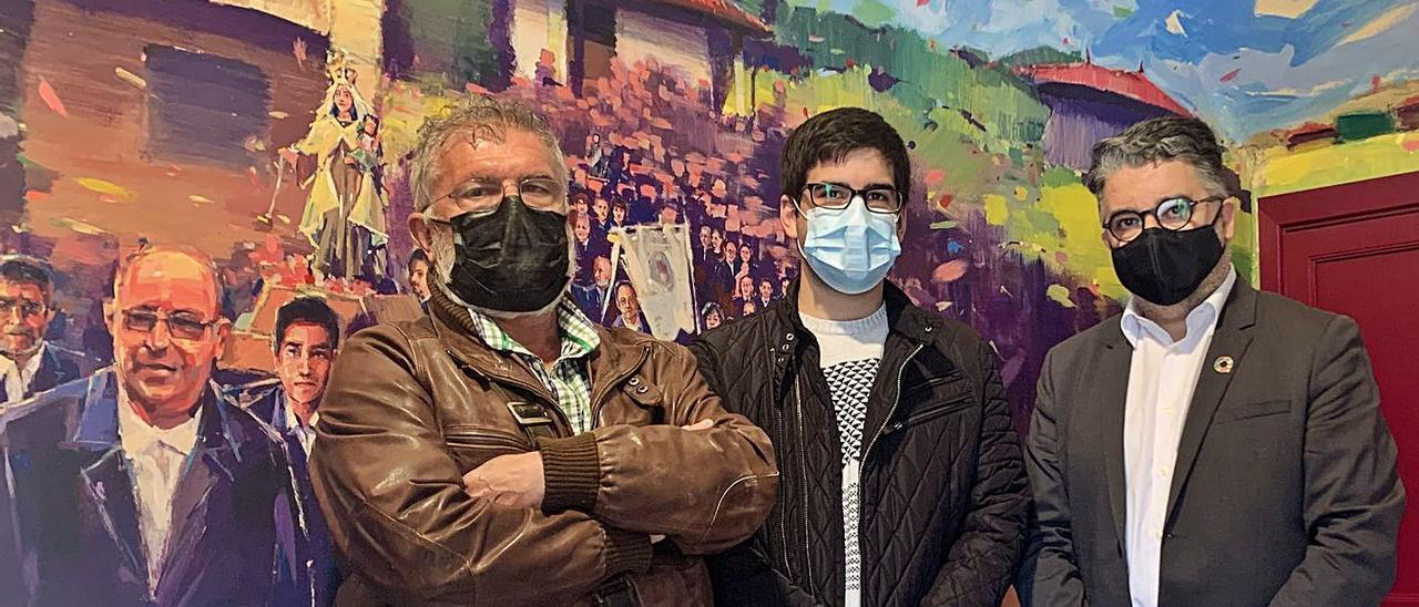 Por la izquierda, Juan José de la Roz (secretario del CEAG), Rubén Domínguez y José Ramón Puerto, ayer, en la sede del Centro de Estudios del Alfoz de Gauzón.