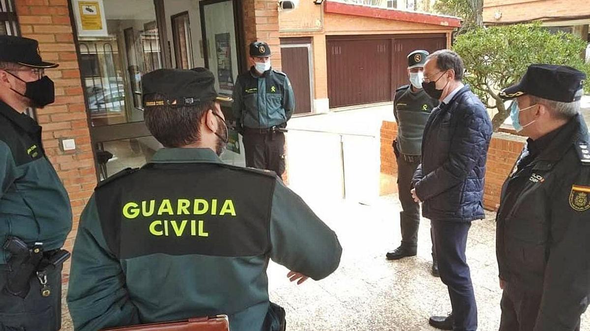 Ángel Blanco, durante una visita a un cuartel de la Guardia Civil.  