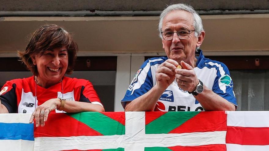 La afición de Athletic y Real Sociedad vive la 'no-final' en los balcones
