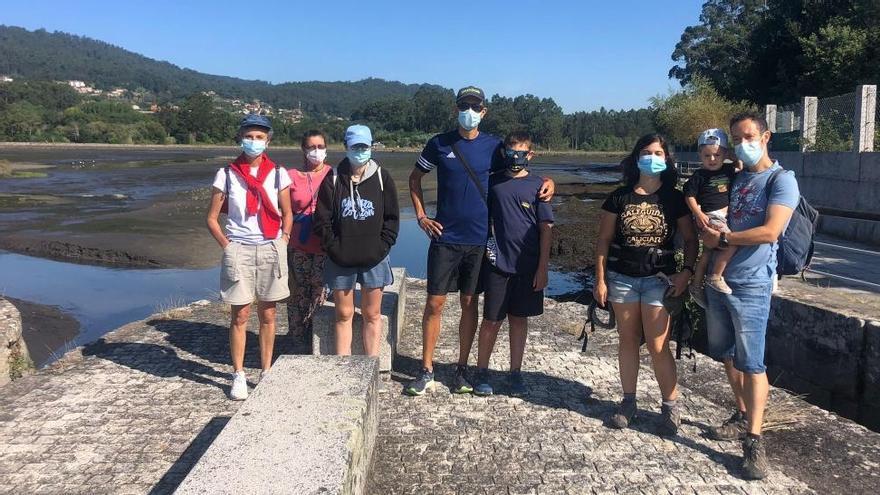 Más de un centenar de personas se aceraron a Vilaboa para conocer las Salinas de Ulló