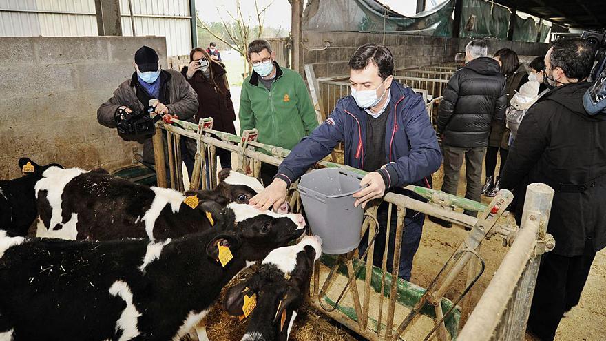 Gonzalo Caballero urge en Lalín medidas contra el precio lácteo