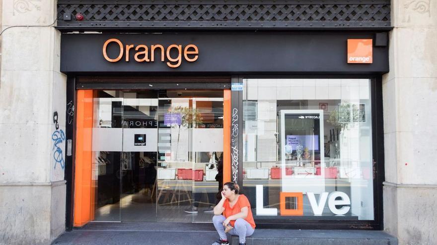 Orange empieza a cerrar tiendas en España por el parón de ventas físicas tras la pandemia