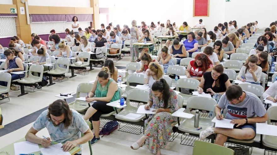 Solo dos de cada diez opositores de Educación aprueban el primer examen