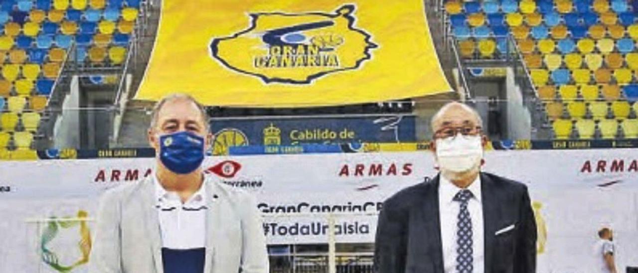 El consejero de Deportes del Cabildo, Francisco Castellano, junto al presidente del CB Gran Canaria, Enrique Moreno.