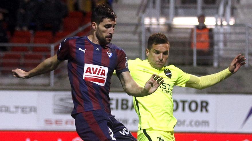 Adrián González firma por el Málaga a coste cero