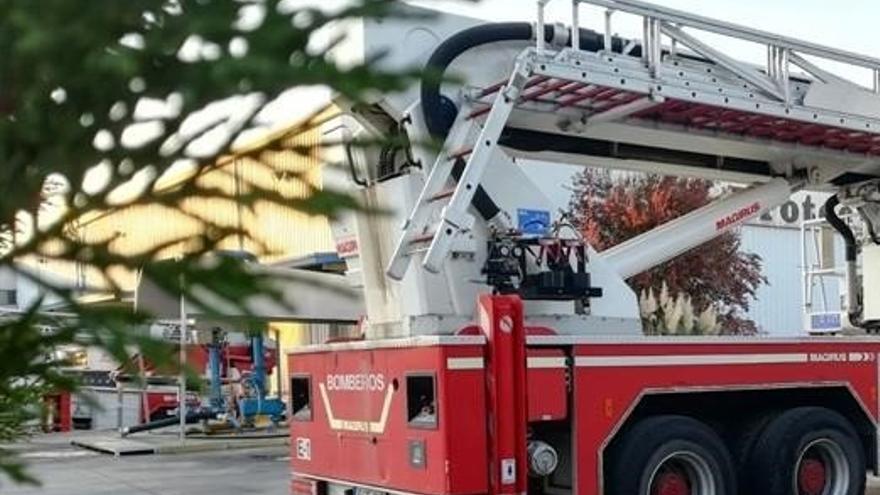 Herido un hombre tras incendiarse un coche en un garaje en el Pasaje Herrera Oria de Málaga