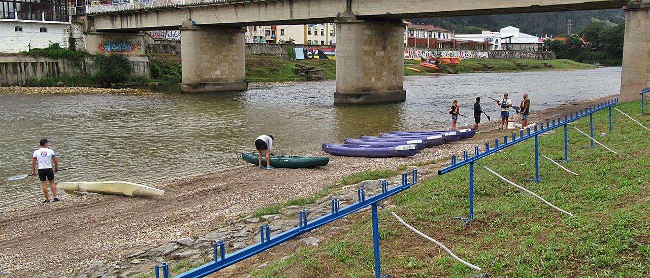 El puente Emilio Llamedo Olivera, de Arriondas. | J. M. C.