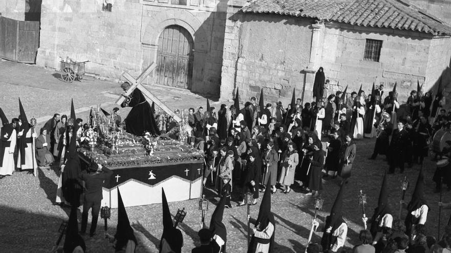 Procesión del Jesús del Vía Crucis décadas atrás.