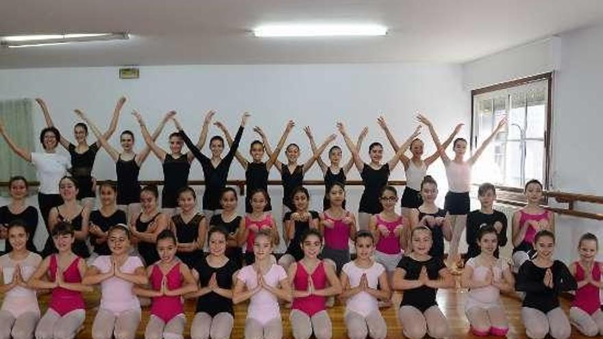 """El Ballet de San Petersburgo ofrece hoy """"El Cascanueces"""" con 38 alumnos de Maite Quiñones"""