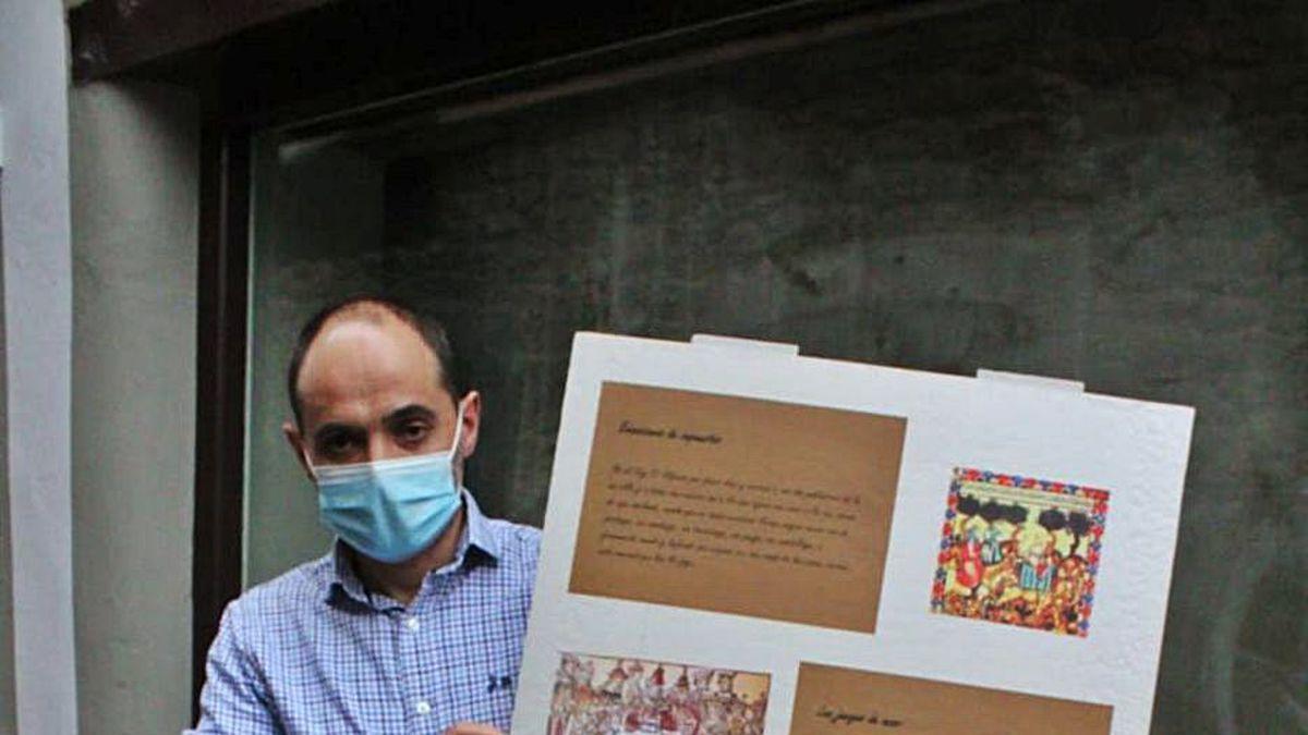Alejandro Calleja, con uno de los carteles de la exposición.