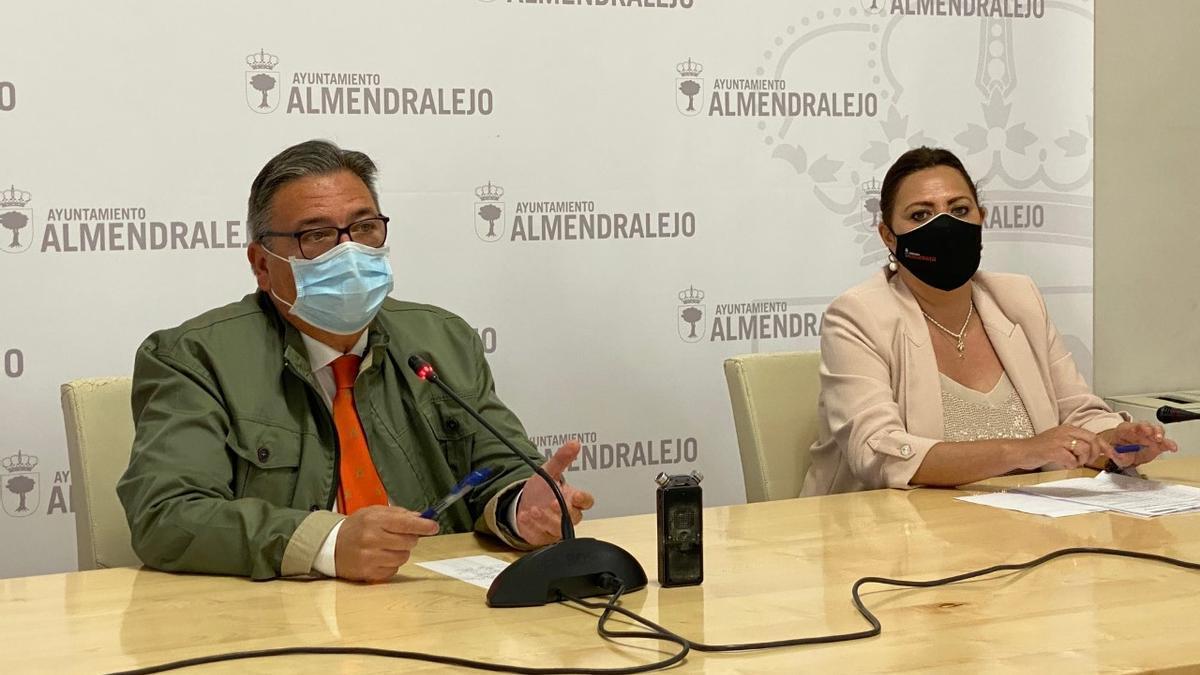 El alcalde Ramírez y la concejala Josefina Barragán presentan el plan de empleo municipal