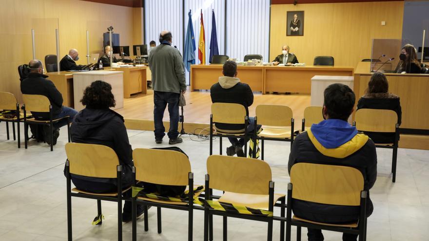 Condenas que suman 25 años de cárcel por las coacciones de la CNT a La Suiza