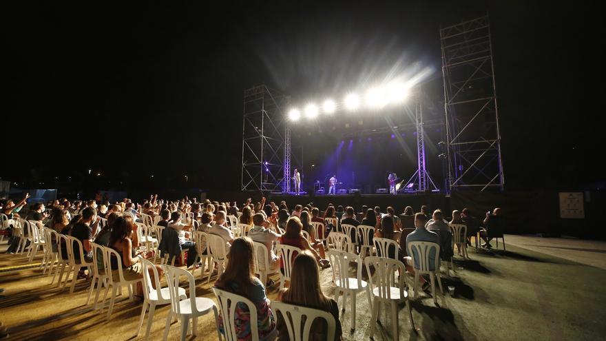 Los espectáculos al aire libre se han celebrado con medidas covid y solo 400 personas.