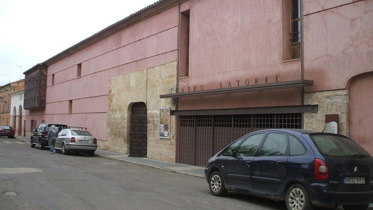 Edificio que alberga el Teatro Latorre de Toro