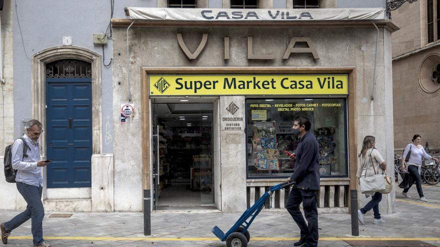 Casa Vila reabre como supermercado en la plaza Santa Eulàlia