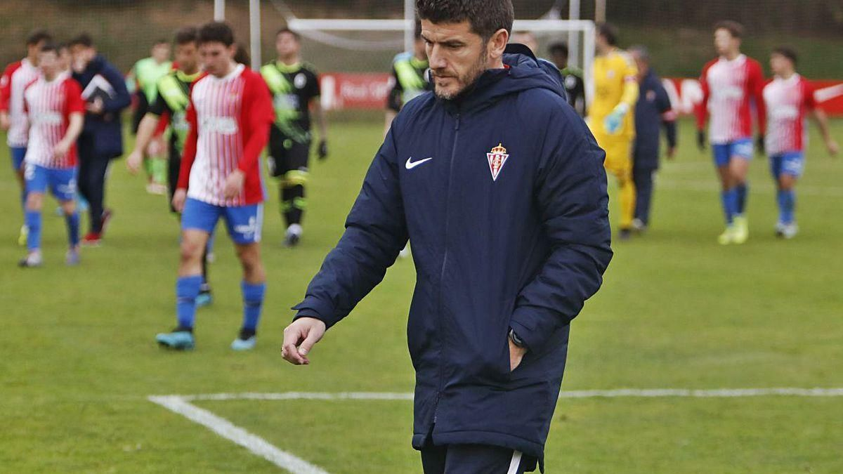 Samuel Baños, entrenador del Sporting B.