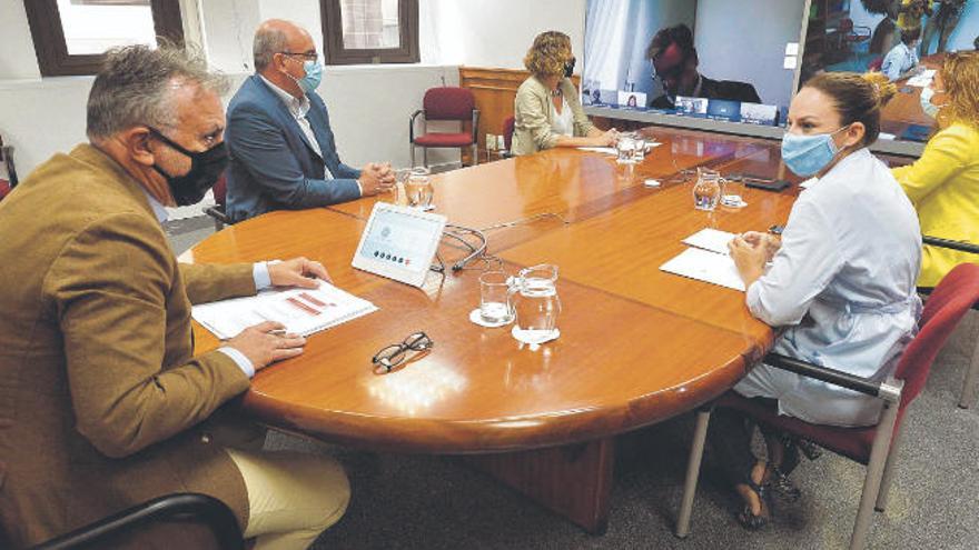 El Estado busca a marcha forzada centros propios que acallen el clamor en Canarias