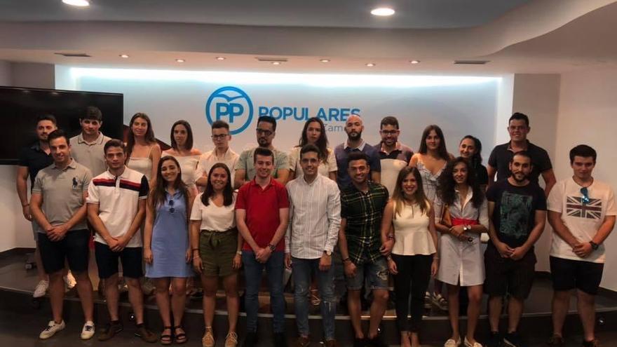 Estela López expone el Plan de Juventud de Castilla y León a Nuevas Generaciones de Zamora