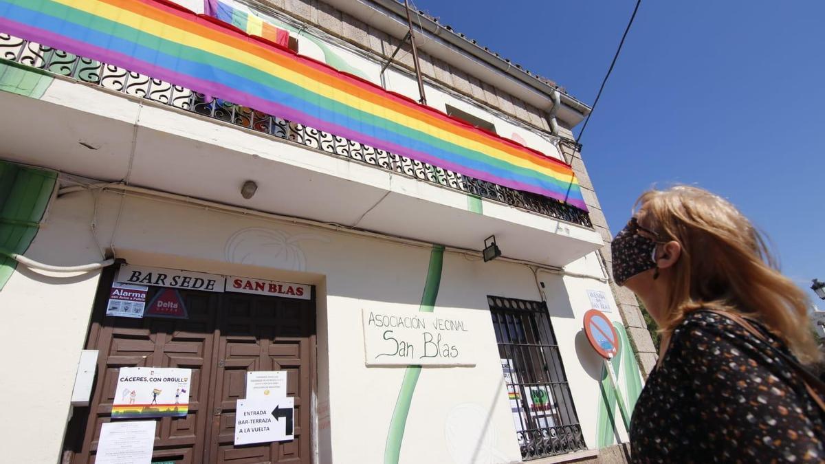 Bandera en la sede de San Blas.