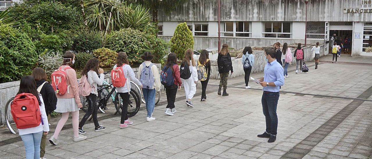 Imagen de archivo de la vuelta a clase en los institutos en el contexto COVID.     // RAFA VÁZQUEZ