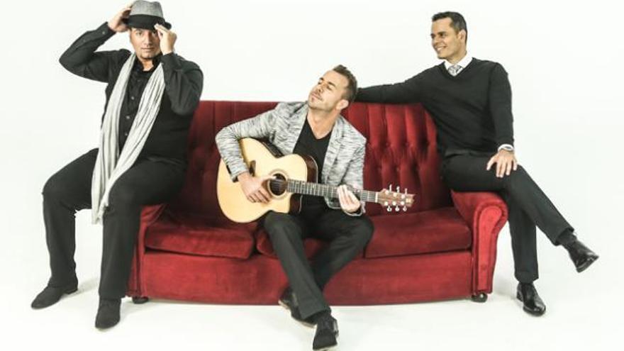 """""""Interpretamos un pop acústico  con una guitarra y tres voces"""""""