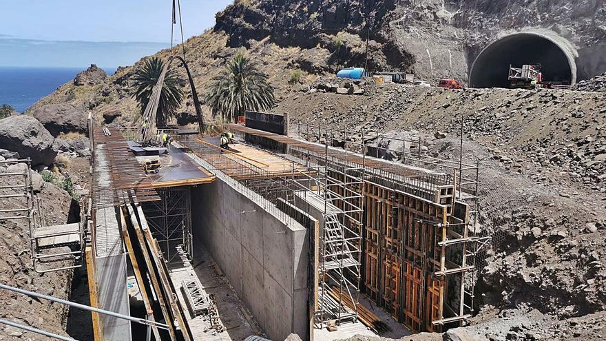 La vía de El Risco a Agaete ya tiene tres kilómetros bajo tierra