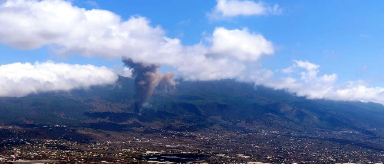 Entra en erupció el volcà de l'illa de La Palma