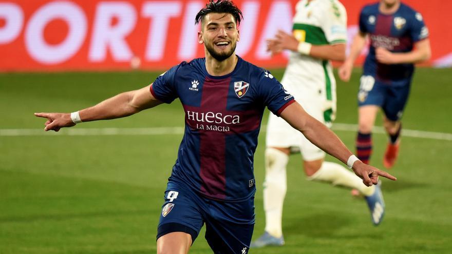 El Sevilla ficha a Rafa Mir hasta 2027