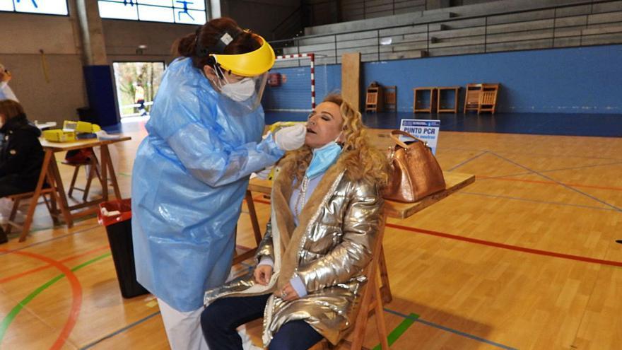 Feijóo endurecerá las restricciones ante un virus desbocado: 1.727 contagios en un día