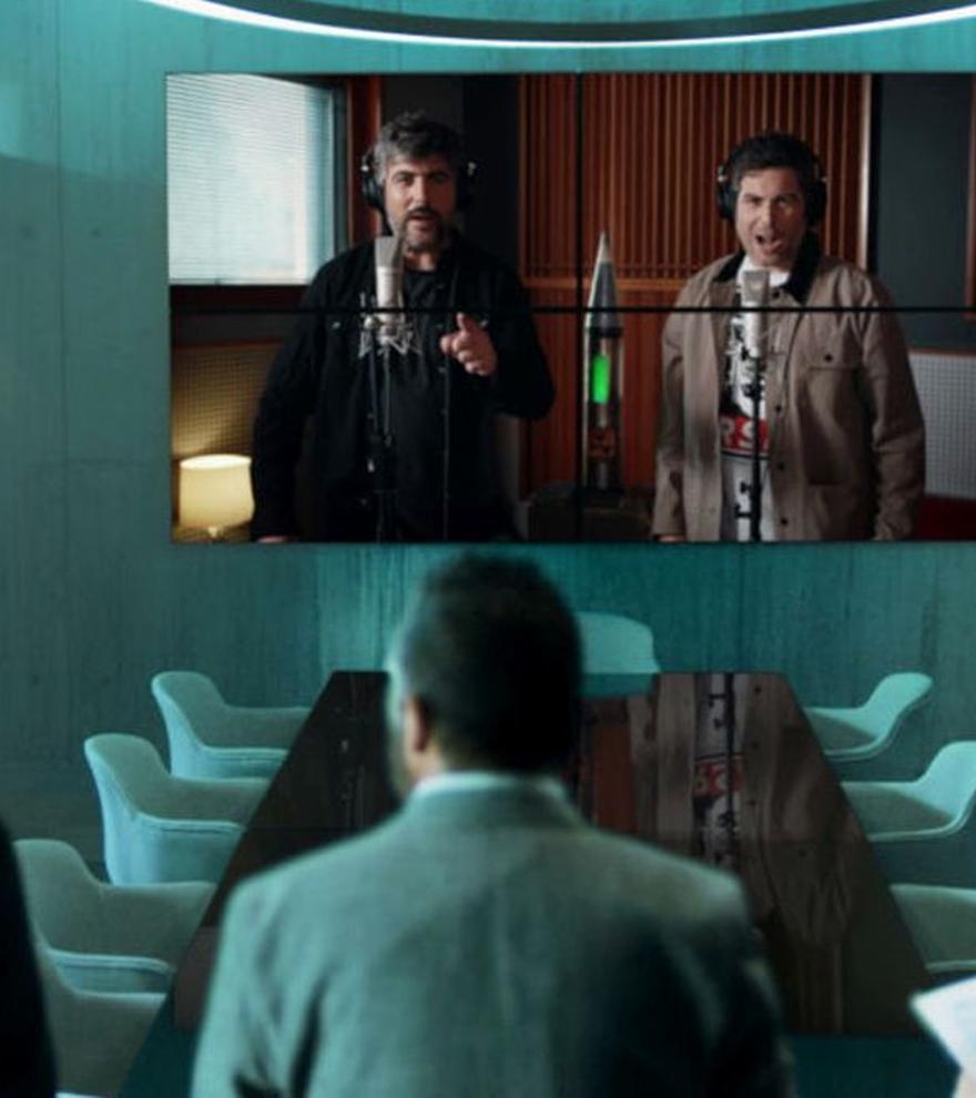 Estopa interpreta 'El madero', el tema principal del regreso de 'Los Hombres de Paco'