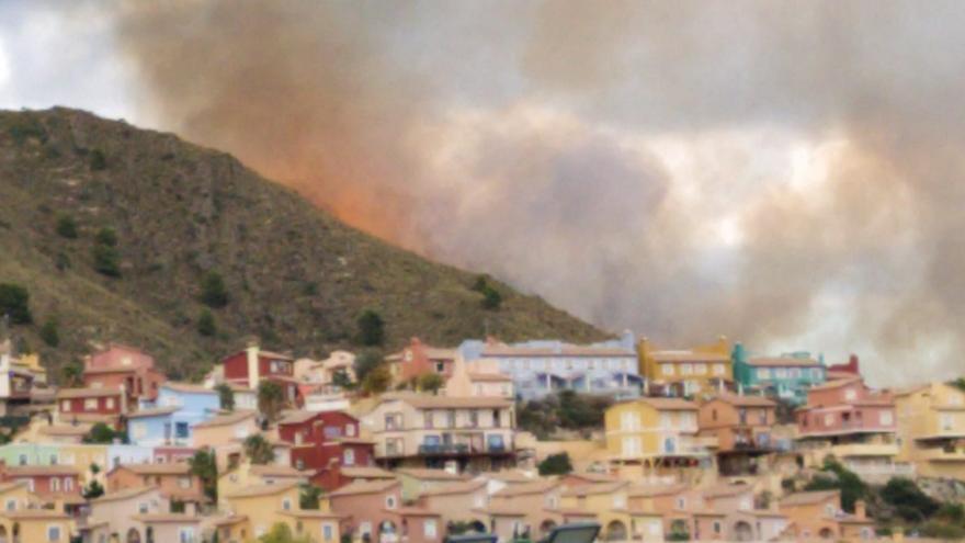 Controlado un incendio forestal en Relleu
