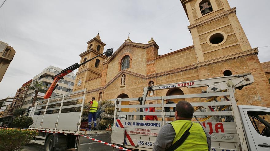 El alumbrado de Navidad llega por fin al centro de Torrevieja