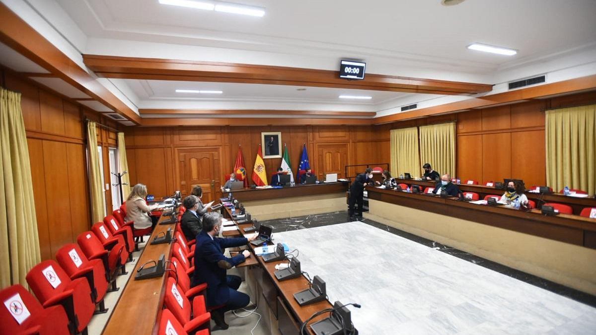 La oposición en bloque pide a PP y Cs que pare los exámenes para cubrir 26 plazas de trabajadoras sociales