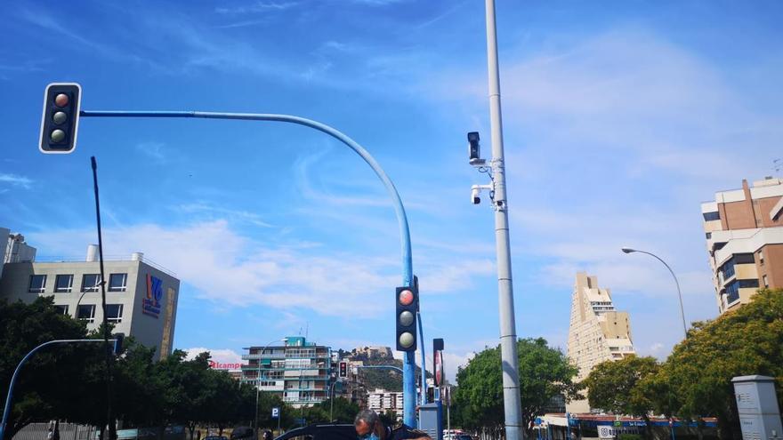El Ayuntamiento comienza a instalar 156 cámaras de reconocimiento de matrículas y regulación de tráfico en Alicante
