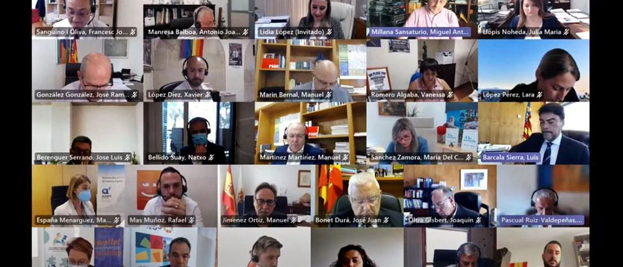 El pleno del mes de mayo en el Ayuntamiento de Alicante volvió a celebrarse por vía telemática pese al final del estado de alarma, que decayó hace casi tres semanas.  | INFORMACION