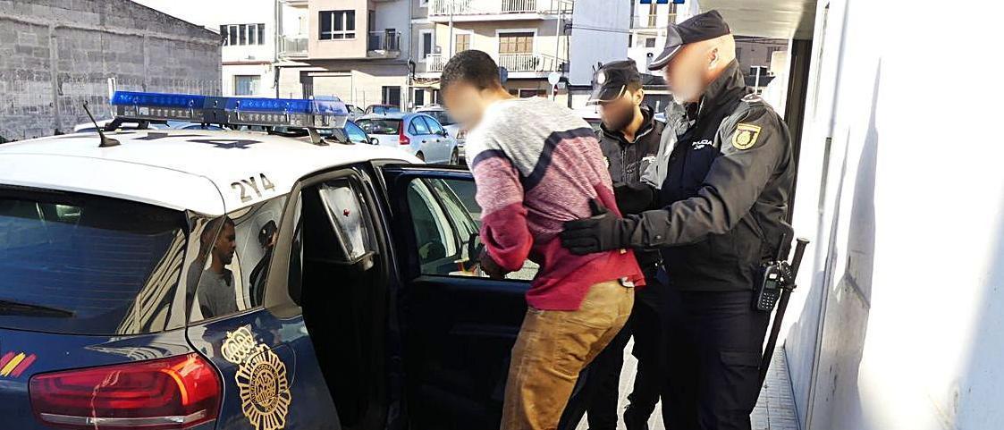 El delincuente, tras ser detenido por un violento atraco a una mujer en enero de 2019.