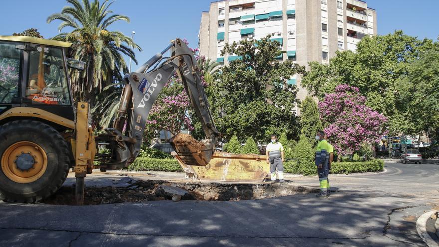Reabierta la calle Hernández Pacheco, que estaba cortada tras una avería de agua