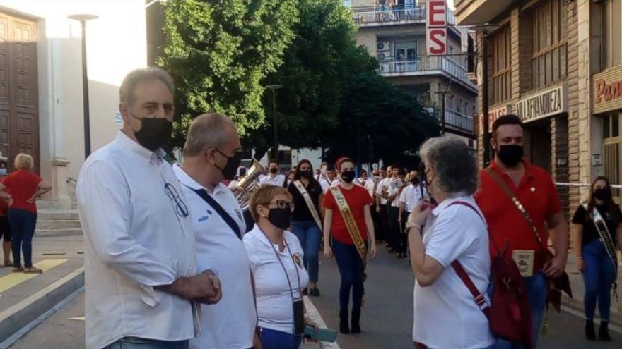 Los vecinos de El Palamó celebran el Pasacalles de Cargos de Moros y Cristianos
