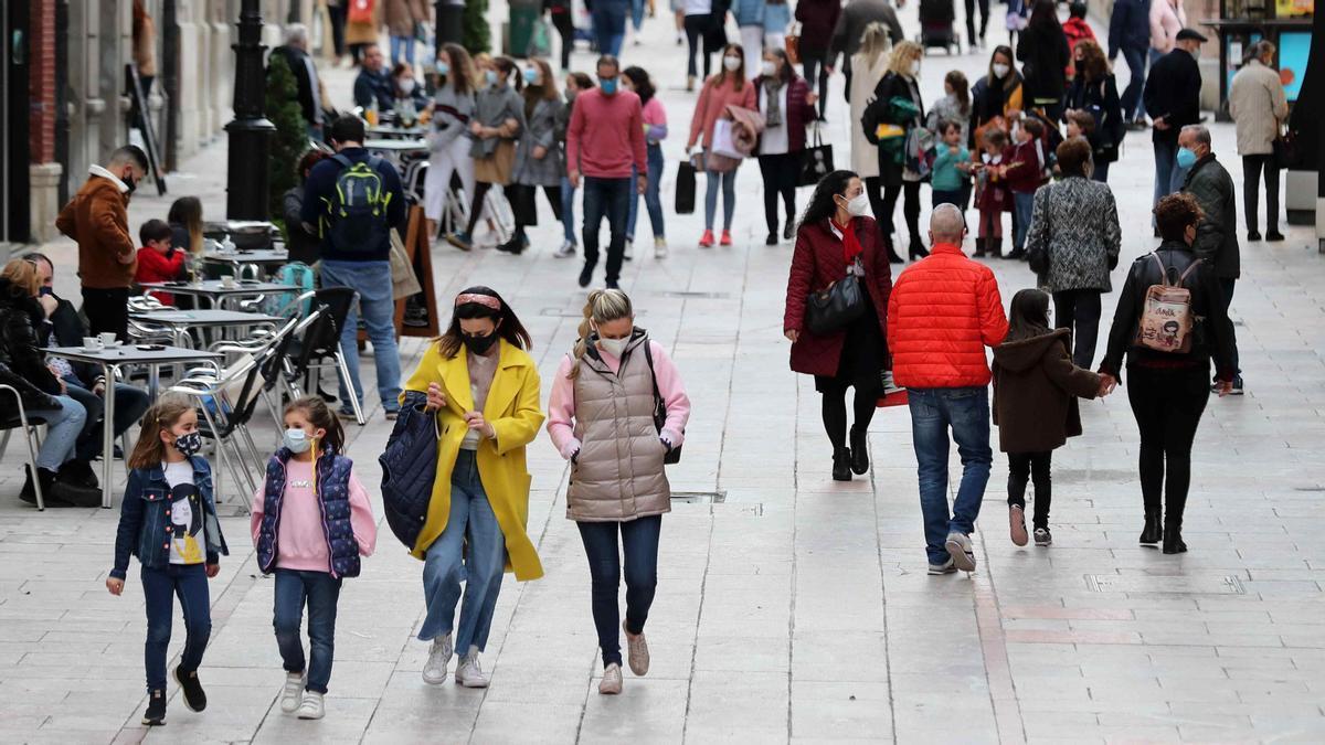 La inmigración compensa la caída de la población en España.
