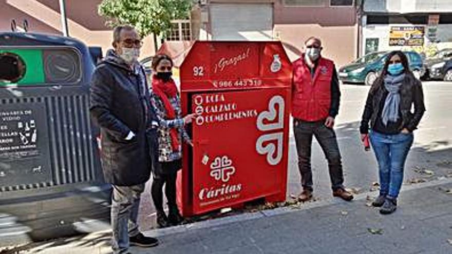 Cáritas gestionará los contenedores de ropa y calzado en Ponteareas