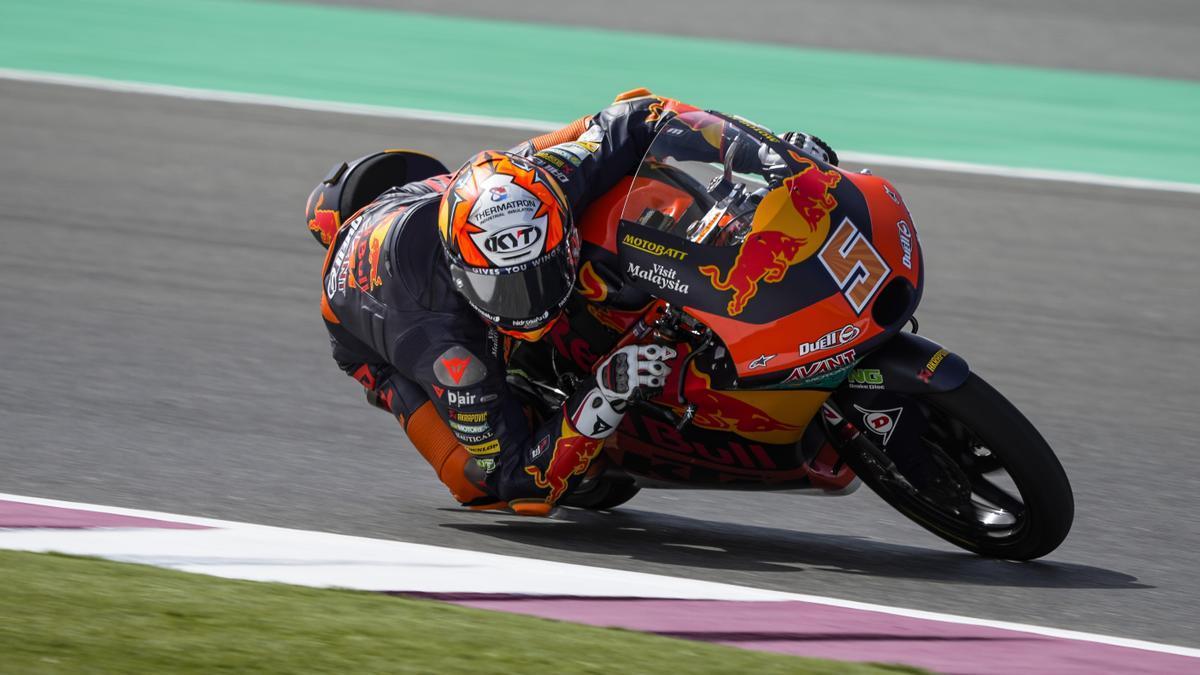 Jaume Masià gana en Moto3 en Qatar.