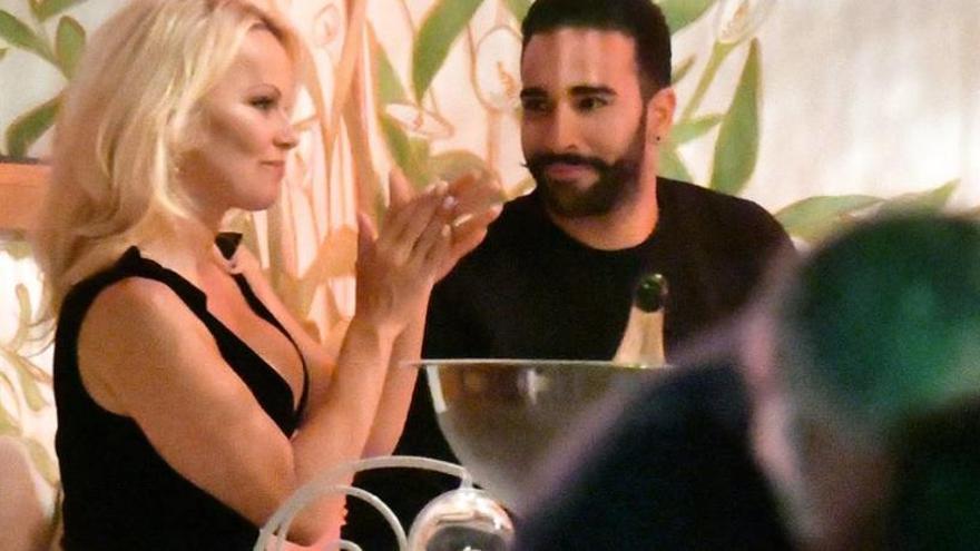 Adil Rami planea casarse con Pamela Anderson