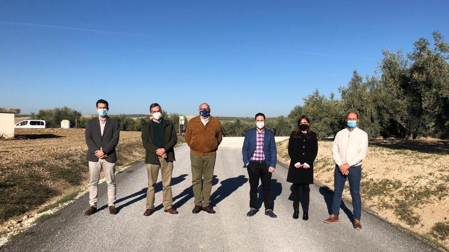La Diputación de Córdoba mejora el camino de Los Toriles que discurre entre Santaella y Montalbán