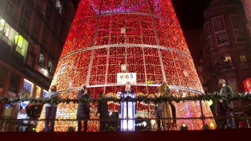 Vigo despierta la ilusión de la Navidad con un discreto encendido de luces