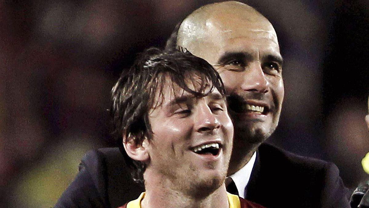 Guardiola y Messi se abrazan tras ganar una Liga en el Barça.