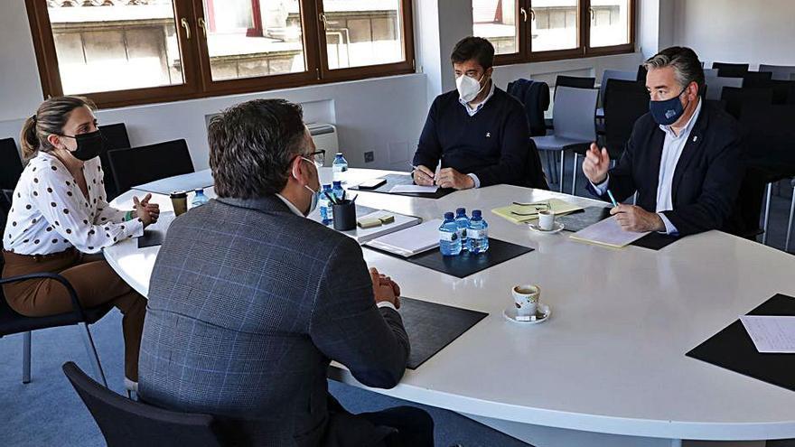 Visita del PP a la Confederación Asturiana de la Construcción